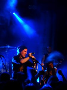 Eluveitie soittamassa Turun Klubilla