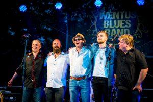 Wentus Blues Band nykykokoonpanossaan kiittää. Vasemmalta oikealle: Niko Riippa, Juho Kinaret, Robban Hagnäs, Daniel Hjärppe ja Pekka Gröhn.