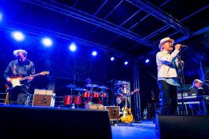 J. Karjalainen yhtyeineen svengasi erinomaisesti ja soitti tunnelmallisessa illassa myös pitkän encoren.