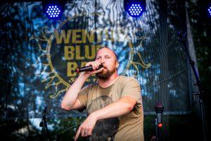 Paleface on mukana Wentus Blues Bandin levyllä Dylan suomeksi ja julisti myös Wentusfestilla sanomansa yleisön sydämeen.