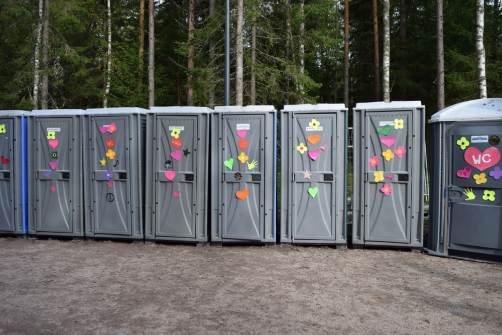 """""""Suomen kaunein festivaali"""" ei ollut pelkkä iskulause: jopa vessat olivat somasti koristeltuja."""