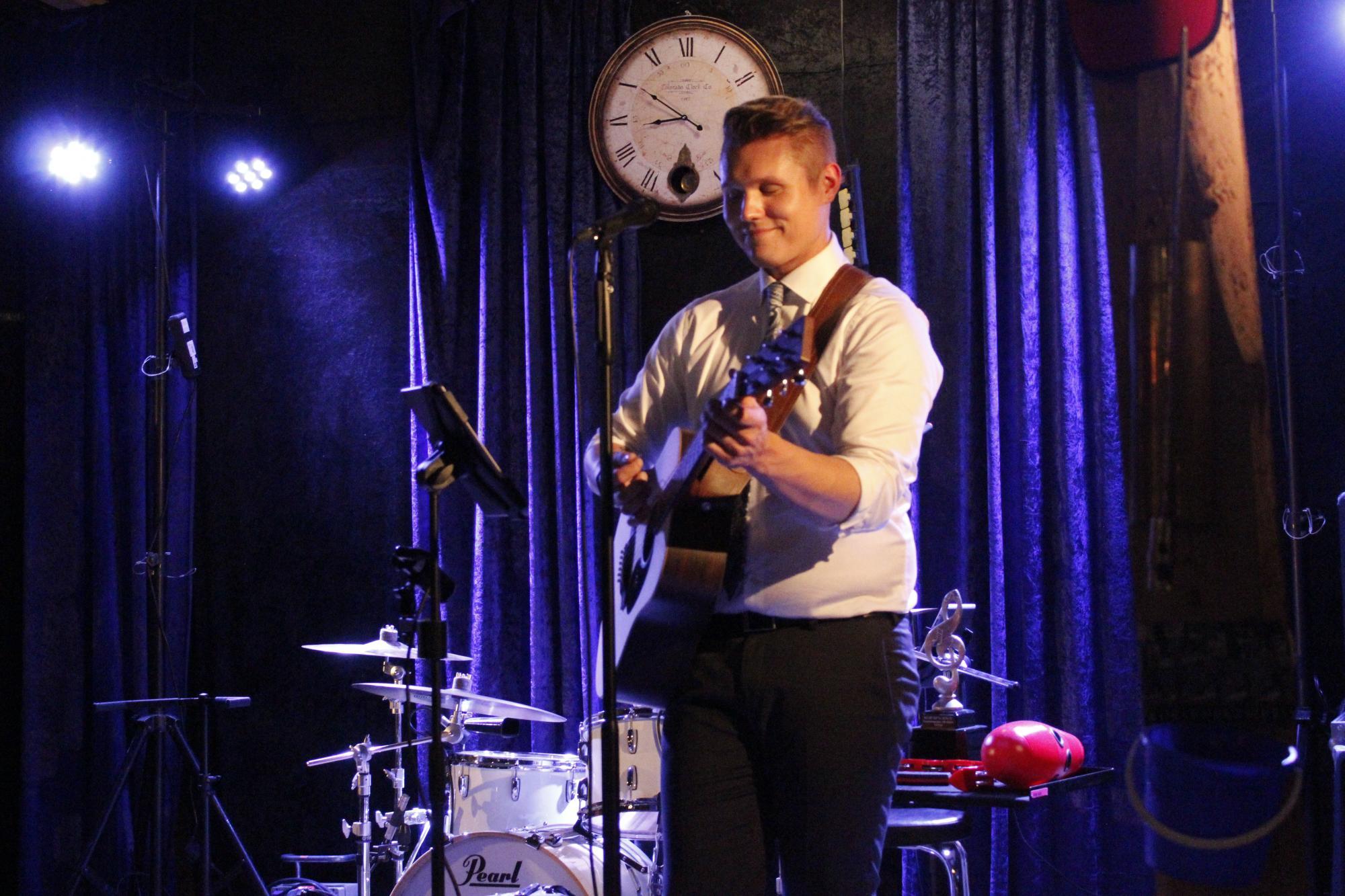 Kitara oli Tuomakselle se soitin, joka antoi kipinän musiikkiin.